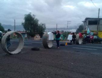 Vecinos bloquean paso en Tlacolula