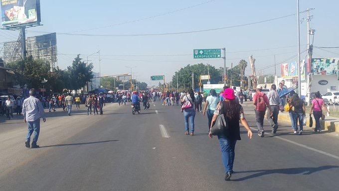Photo of Denuncian costo excesivo de taxis de la zona del Aeropuerto por bloqueo