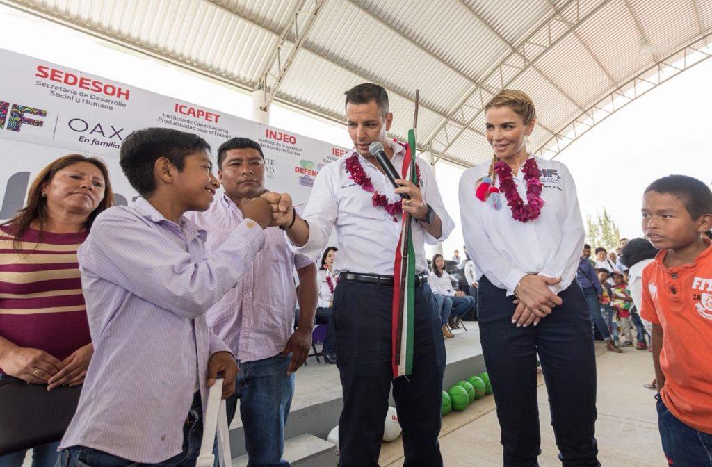 Refrenda Alejandro Murat compromiso de su gobierno para combatir el rezago social en Oaxaca (10)