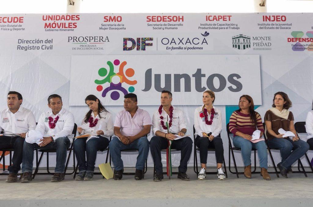Refrenda Alejandro Murat compromiso de su gobierno para combatir el rezago social en Oaxaca (6)