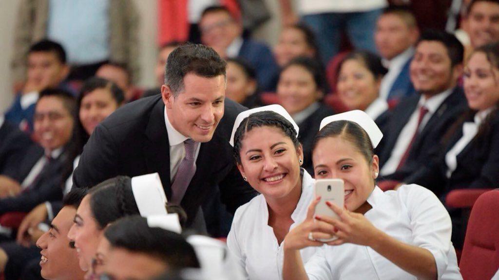 Refrenda Alejandro Murat compromiso para fortalecer la educación superior en Oaxaca (9)