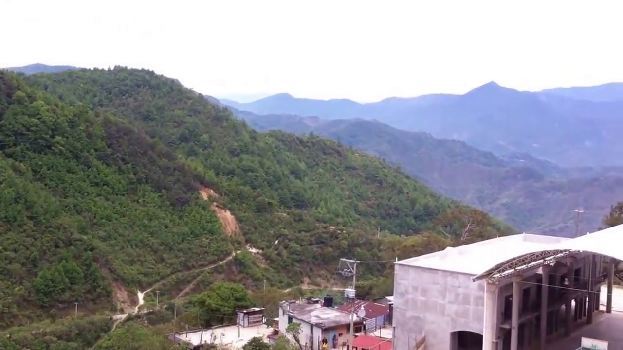 Photo of Por fuertes lluvias, se desgaja cerro en San Pedro Ocotepec, Mixes y sepulta a 6 personas
