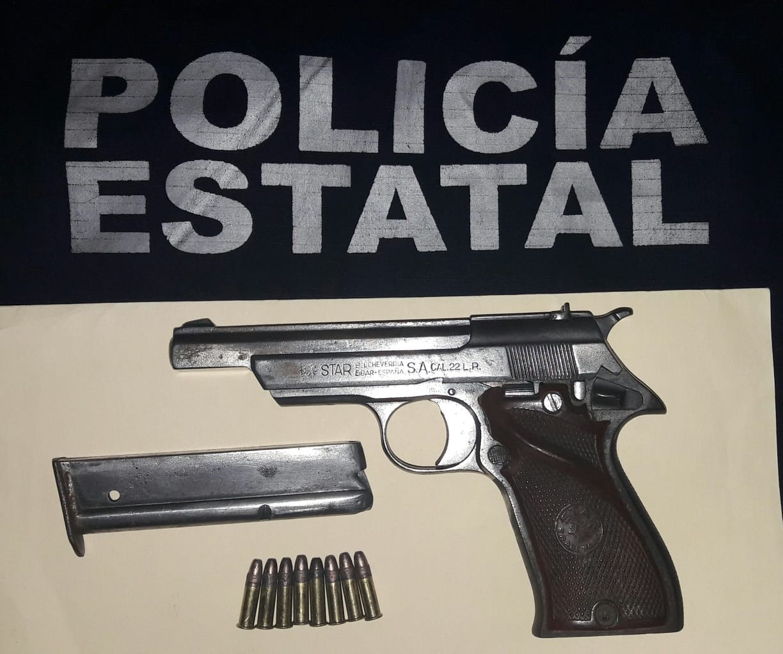 Photo of Detiene Policía Estatal a dos personas en Huatulco por portación ilegal de arma