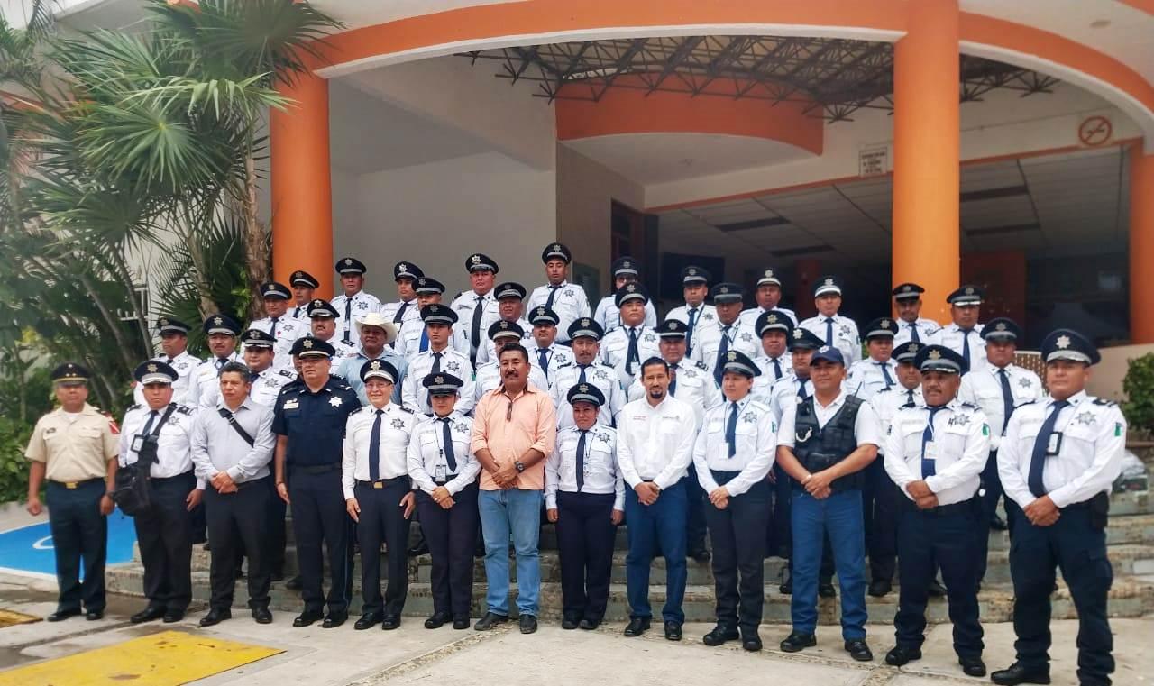 Photo of Dotan de uniformes a la Policía Vial Estatal