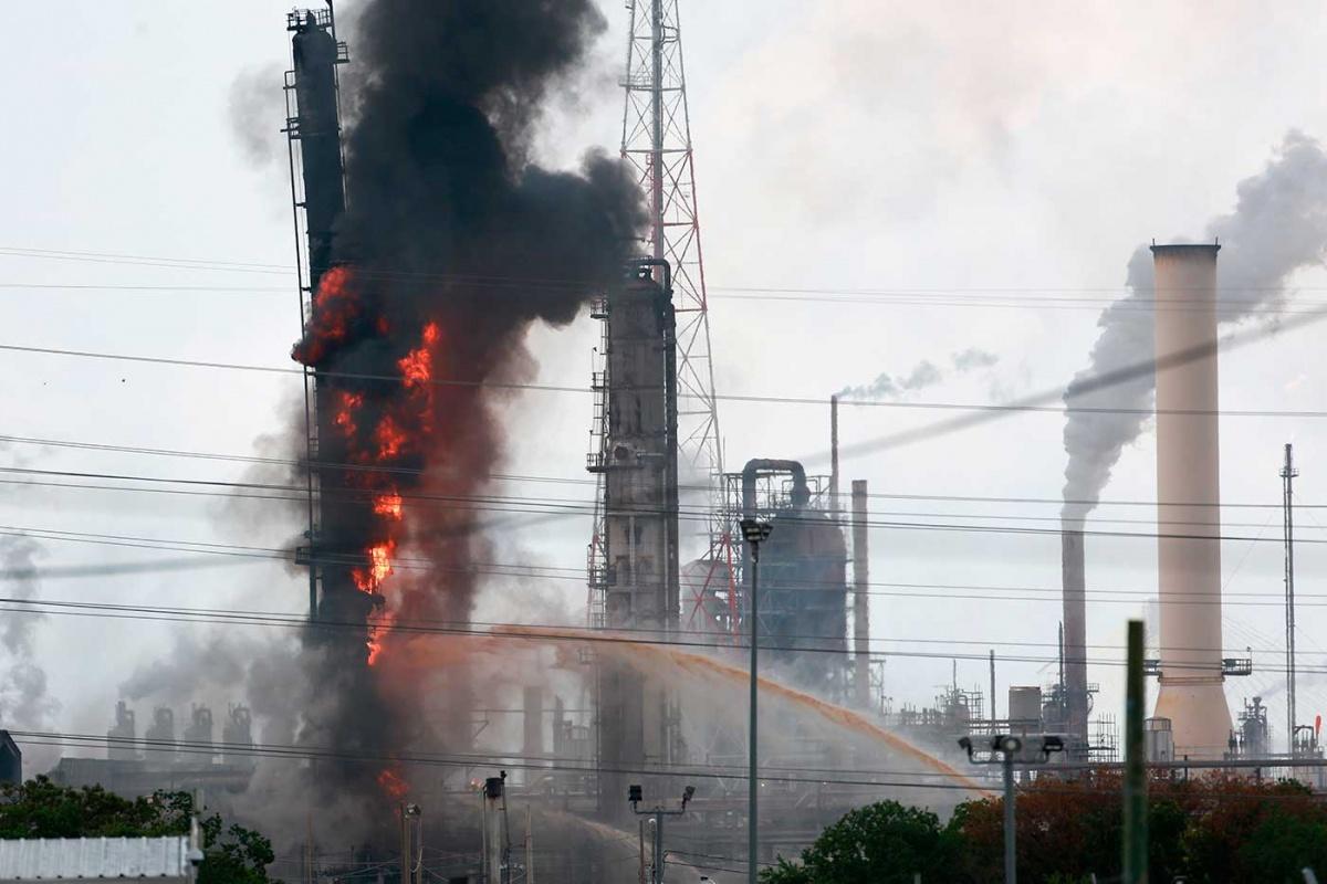 Photo of Explota refinería en Texas y se desata incendio