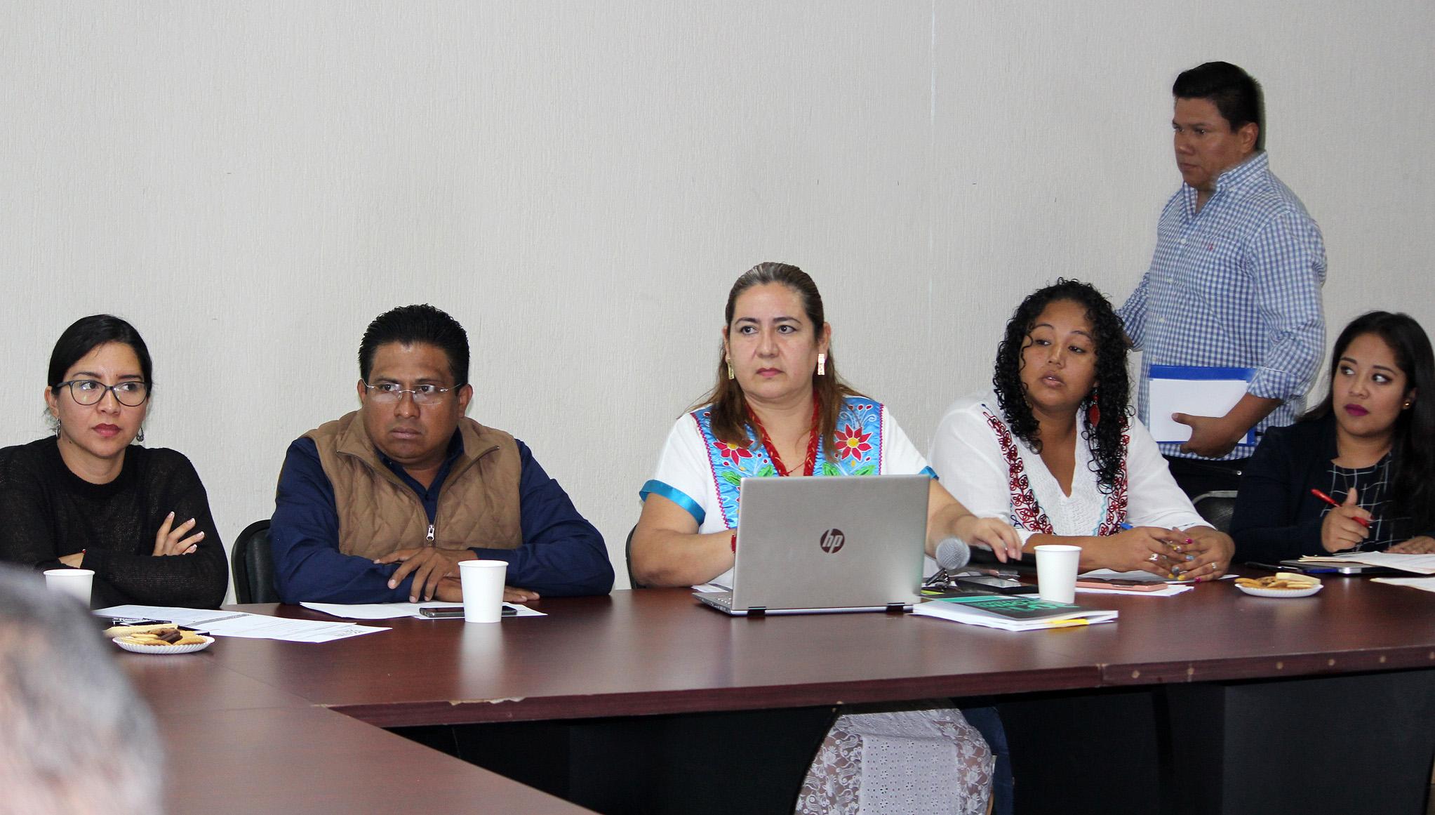 Photo of Realizan legisladores y el IAIPO reunión informativa