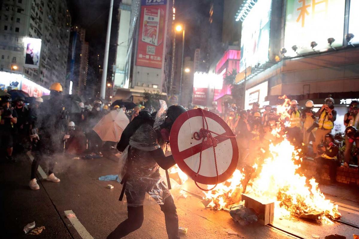Photo of Caos en Hong Kong por protestas y enfrentamientos