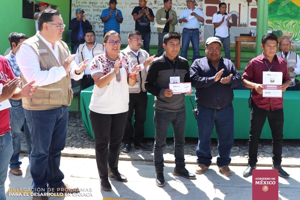 Photo of Nancy Ortiz Cabrera continúa acercando los programas del Gobierno Federal a la Sierra Norte