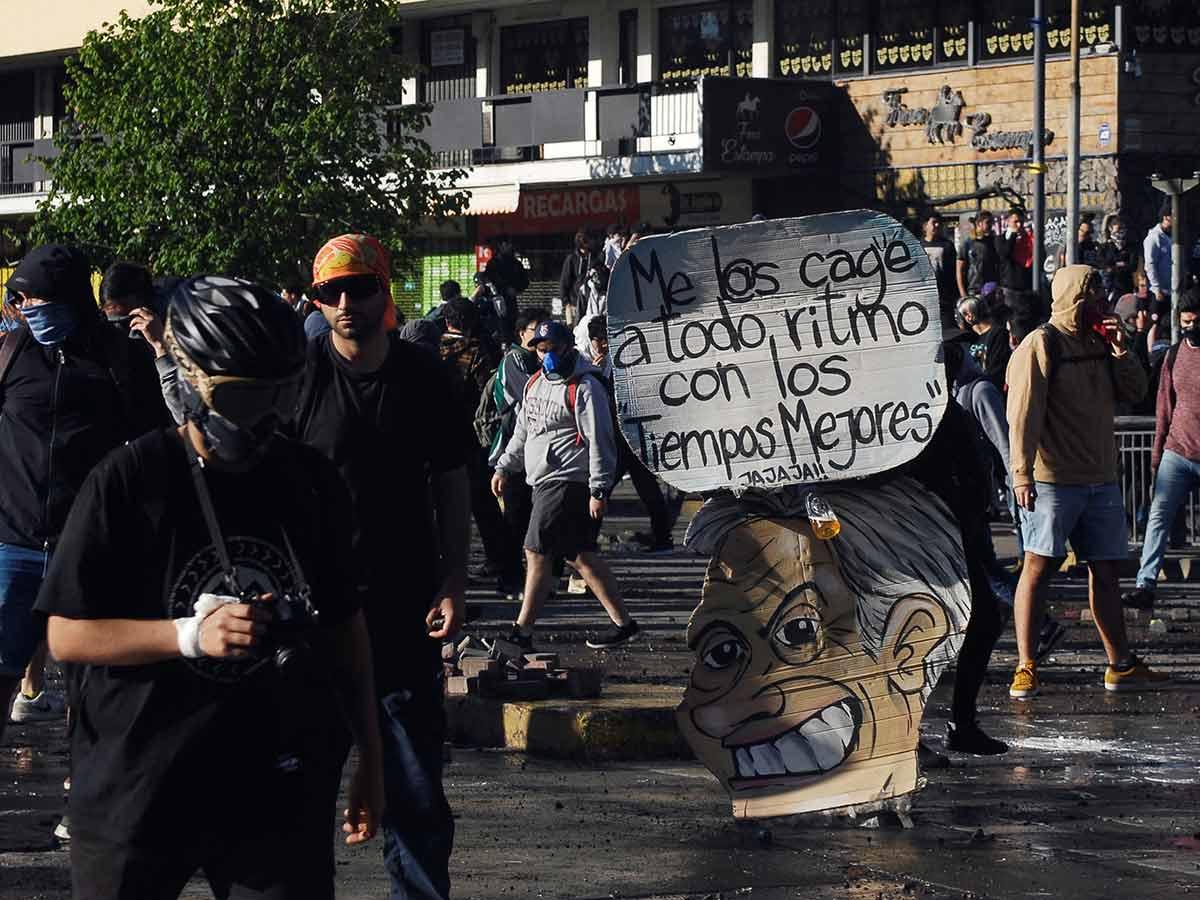Photo of Violentas protestas y sismo 'coronan' inicio de semana en Chile