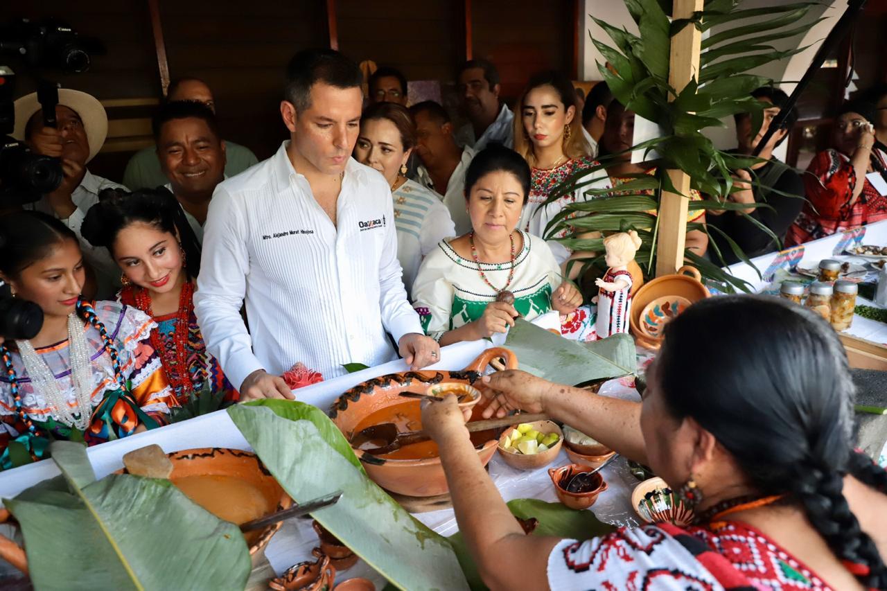 Photo of Gastronomía, cultura milenaria de Oaxaca que nos destaca en el mundo: Alejandro Murat