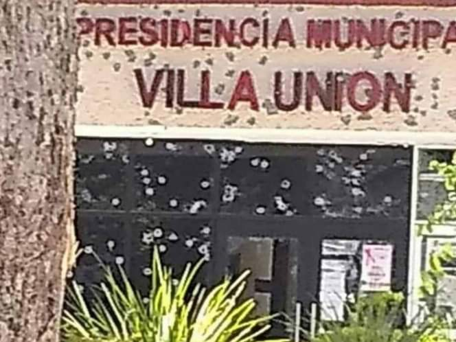 Photo of Se registra balacera en el edificio de la presidencia municipal de Villa Unión; hay cinco muertos