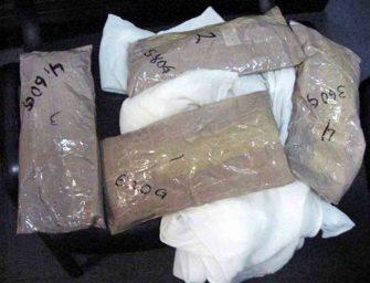 Mujer escondía droga dentro de su cuerpo; la arrestan en El Paso