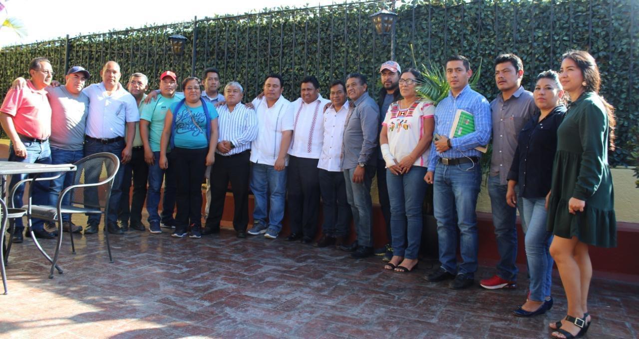 Photo of Se reúnen diputados locales con autoridades de Juquila para coadyuvar a pacificar la zona