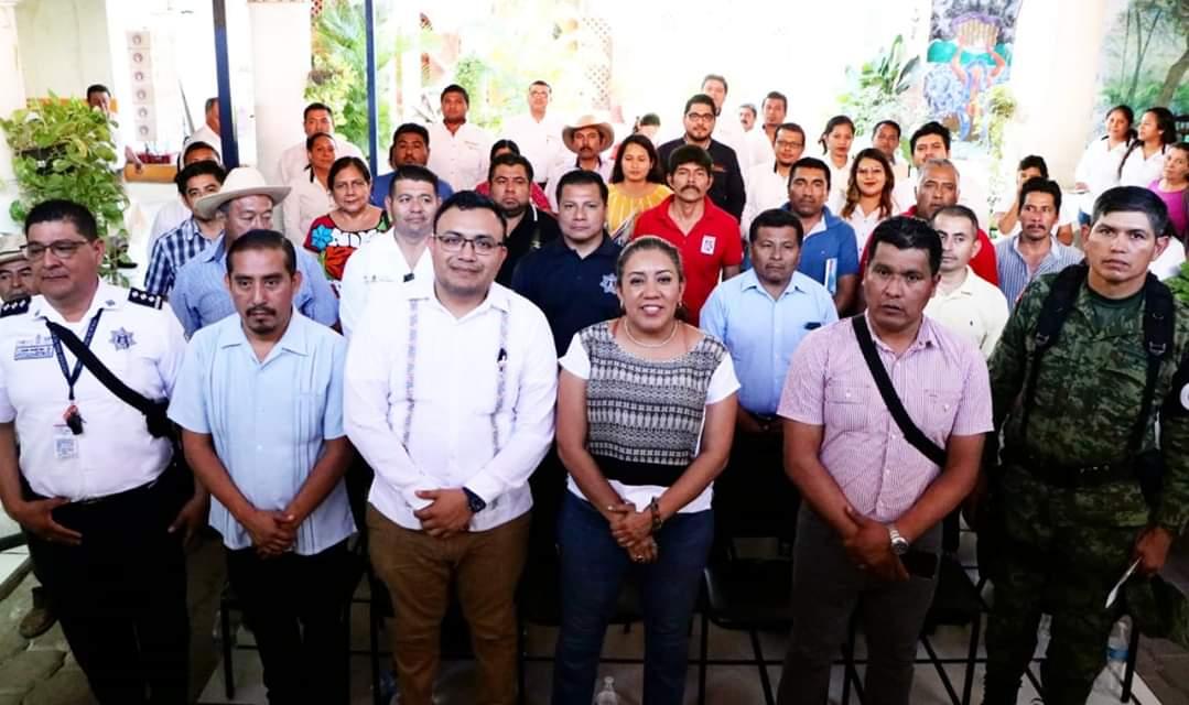 Photo of Se reúne Nancy Ortiz Cabrera con autoridades municipales del Distrito de Tehuantepec