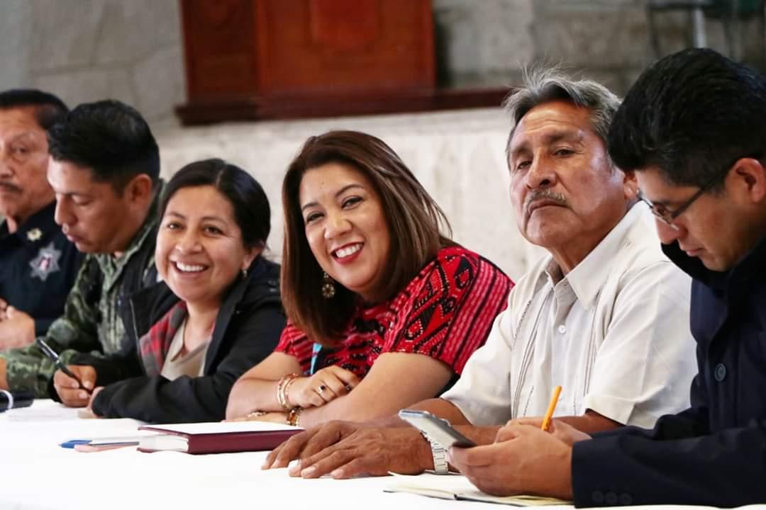 Photo of En San Pablo Huitzo, Nancy Ortiz Cabrera da a conocer los diferentes programas del Gobierno Federal