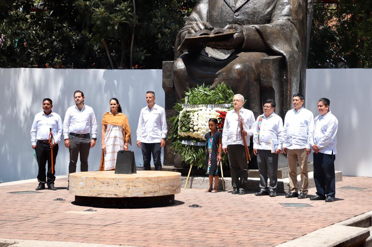 Photo of Celebran AMLO Y Murat el CCXIV (214) Aniversario del Natalicio del Lic. Benito Juárez García en Guelatao de Juárez, Oaxaca