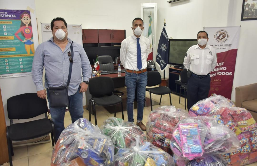 Photo of Dona DIF Municipal de Oaxaca de Juárez juguetes a hijos de trabajadores del Ayuntamiento