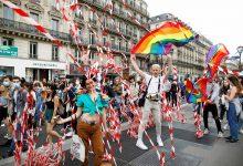 Photo of Acuden miles a marcha clandestina del Orgullo Gay en París