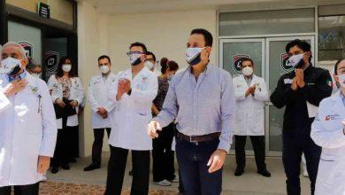 Photo of Anuncia Omar Fayad bono a personal médico de Hidalgo.