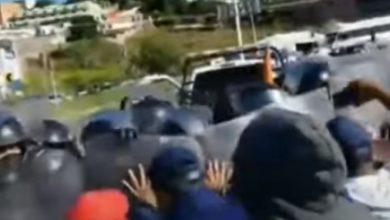 Photo of Familiares de desparecidos en Guanajuato riñen con policías