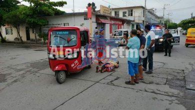 Photo of MUJER RESULTA HERIDA LUEGO DE CHOQUE DE MOTOTAXIS EN JUCHITÁN