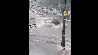 Photo of Fuertes lluvias arrastran hasta con vehículos en Colima
