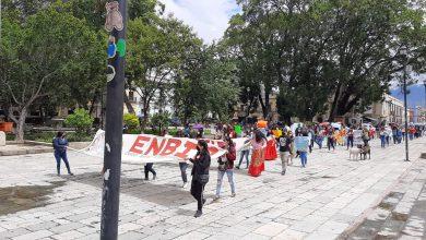 Photo of NORMALISTAS MARCHAN HACIA EL ZÓCALO DE OAXACA DE JUÁREZ