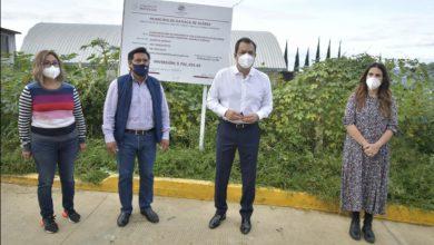 Photo of Acude Oswaldo García a la agencia Donají para entregar obra de pavimentación