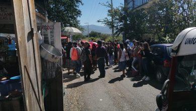 """Photo of """"NOS LA ESTAMOS RIFANDO A COMO DIOS MANDE"""": PROTESTAN TIANGUISTAS DE ZIMATLÁN A LAS AFUERAS DEL CONGRESO"""