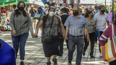 Photo of A PESAR DEL CIERRE DE PANTEONES Y LA CANCELACIÓN DE ACTIVIDADES POR EL DÍA DE MUERTOS, EL ZÓCALO LUCE CON MUCHA GENTE
